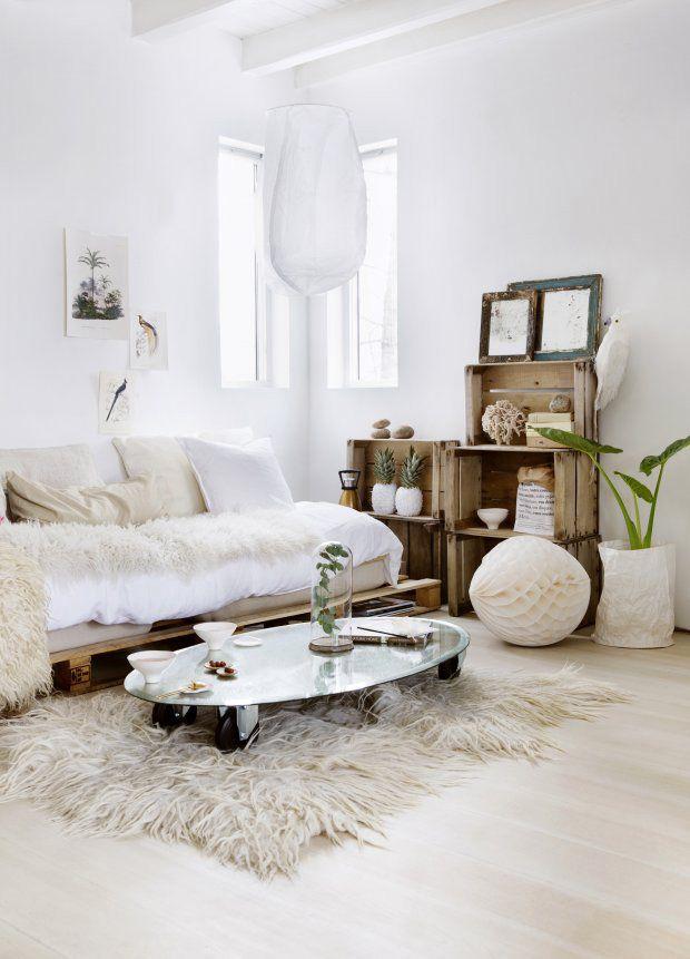 love how this room is designed.  chic yet so simple. desire to inspire - desiretoinspire.net
