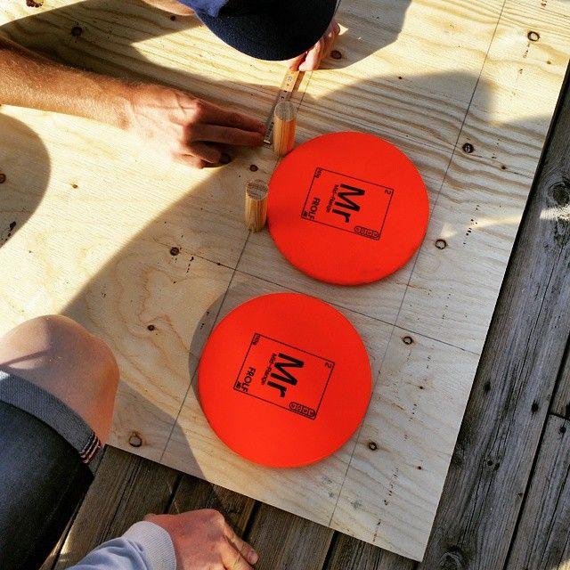 Igår fixade och trixade vi inför Linnémarschen, som är i Borås den 25 april. Om ni är sugna på att införskaffa en en disc på lördag så kommer vi att finnas tillgängliga vid ymer gården i Borås. #discgolfsweden #discgolf #frolfnu #frolf #frisbeegolf #frisbee #linnemarschen