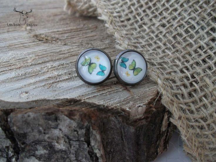 Boucles d'oreilles, boutons d'oreilles- jolis papillons , printemps - été - coloré - nature - insecte - cabochon de verre- boisdelou de la boutique LesboisdeLou sur Etsy