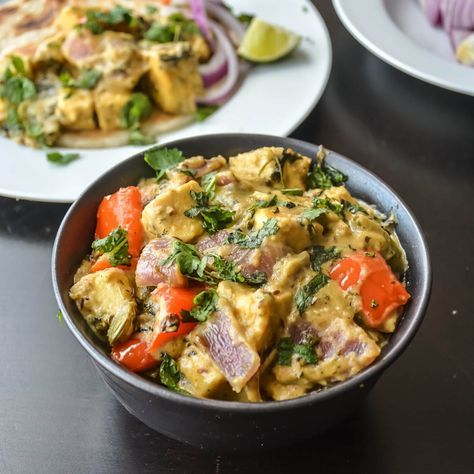 Paneer or cottage cheese cooked in a rich, creamy and mildly spiced onion based gravy. Paneer is an Indian cottage cheese, do is double and pyaza is onion. It is paneer curry with twice the amount …