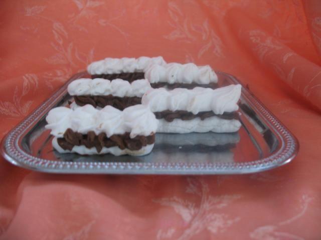 sušené snehové rožteky s čokoládovou plnkou