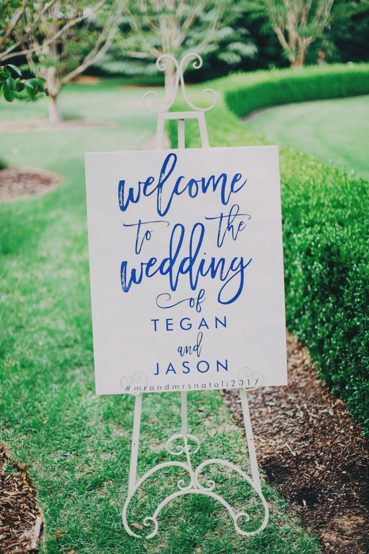 Wedding welcome sign in Contemporary calligraphy #font #style #contemporary #calligraphy #navy #easel #garden #wedding #ceremony #sign