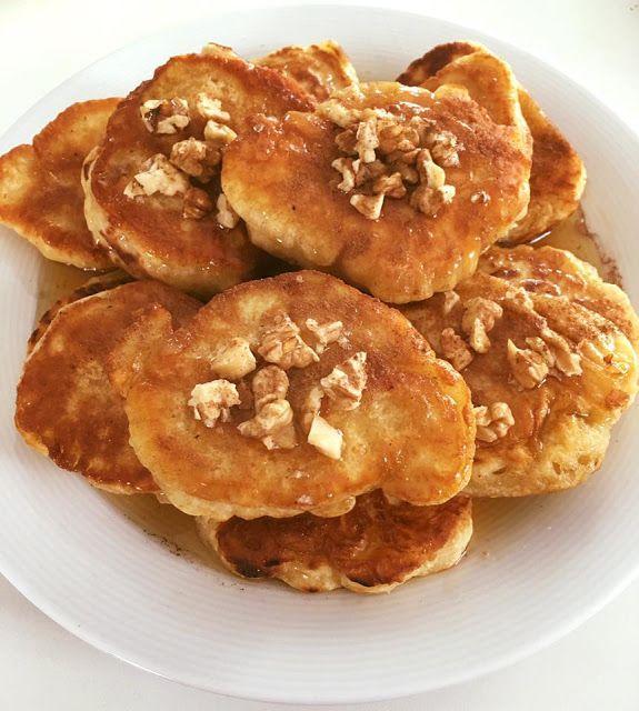 """Αφράτες νηστίσιμες τηγανίτες(μπορούν να γίνουν και λουκουμάδες) Μόνο με 2 υλικά με καρύδια,μέλι και κανέλα !!! 300 γρ. φαρινάπ, 330 ml κουτάκι ή μπουκάλι αναψυκτικό με ανθρακικό( πορτοκαλάδα,βυσσινάδα). Ανακατεύουμε και τηγανίζουμε σε ζεστό λάδι.Καλή όρεξη Sophia Fatseas""""ΟΙ ΧΡΥΣΟΧΕΡΕΣ / ΗΔΕΣ""""."""