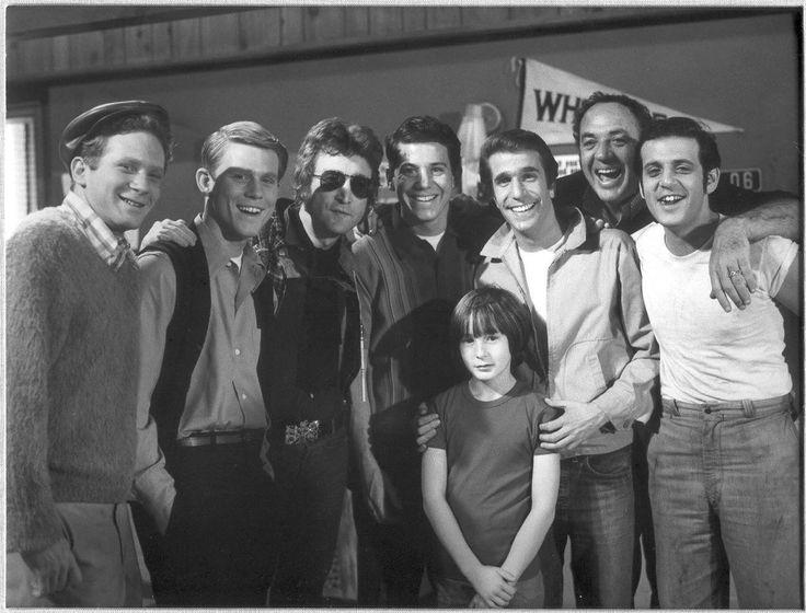 John Lennon e il figlio Julian sul set di Happy Days, 1974