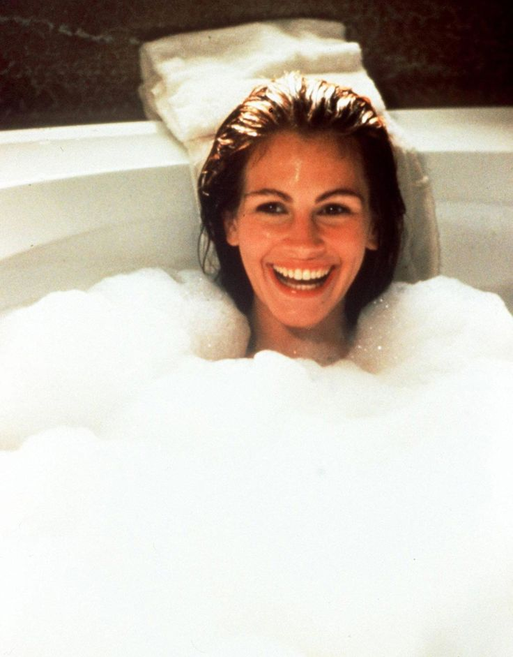 Julia Roberts in the bathtub   Lily Edit