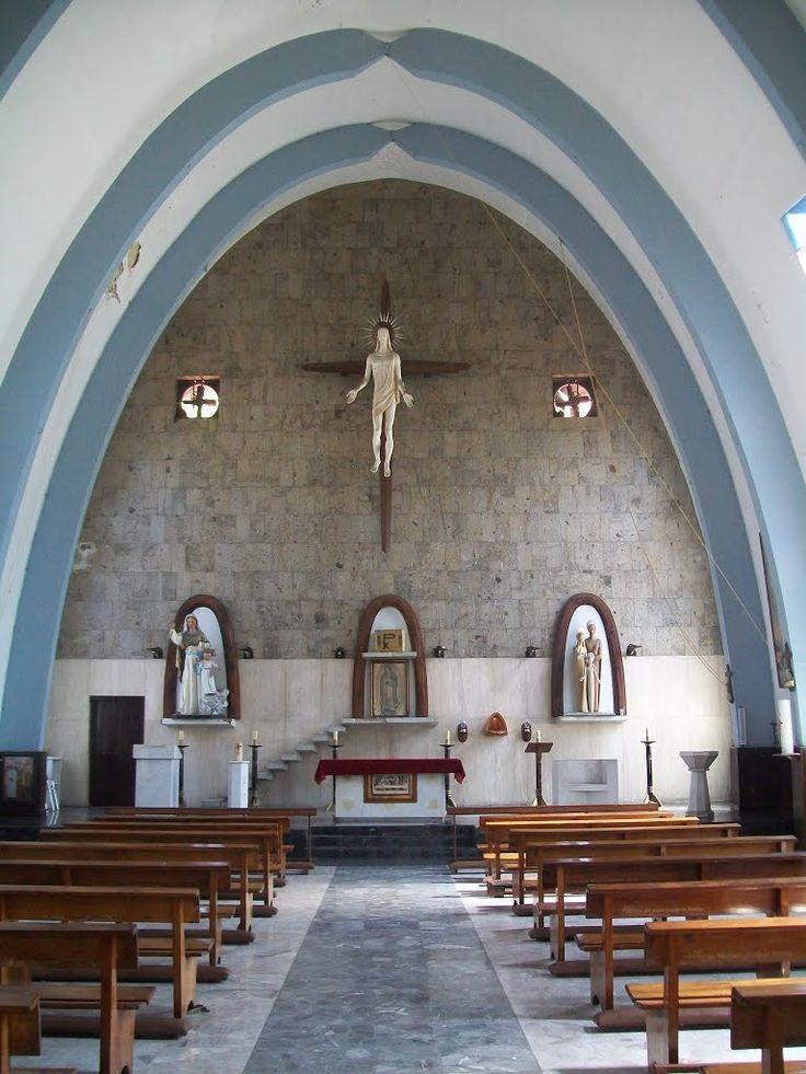 Interior de la Parroquia de la Sagrada Familia