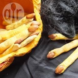 Herzhafte Hexenfinger (Halloween Fingerfood) @ de.allrecipes.com