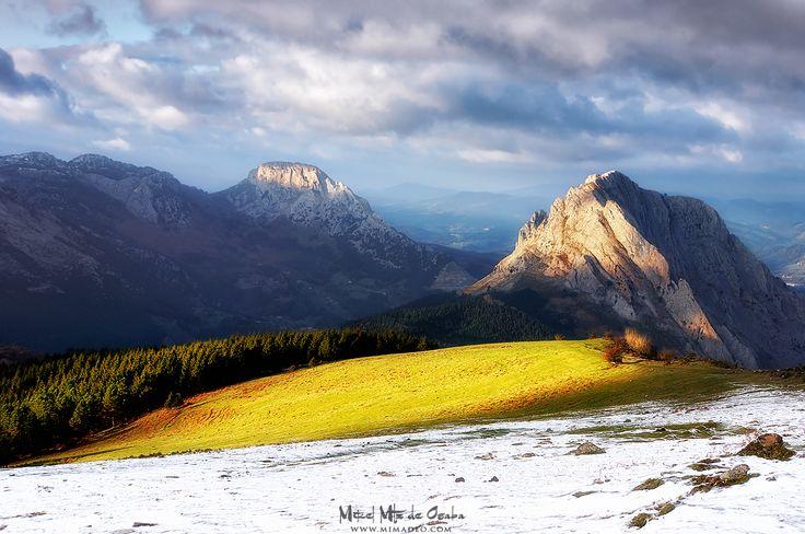 Susurros de invierno Desde el Urkiolamendi en #Urkiola las vistas son preciosas, se mire hacia donde se mire. #Euskadi #BasqueCountry