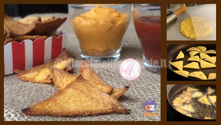 I nachos fatti in casa ovvero le patatine di farina di mais che si trovano in tutti i supermercati e ovviamente al cinema. Semplicissimi da realizzare.