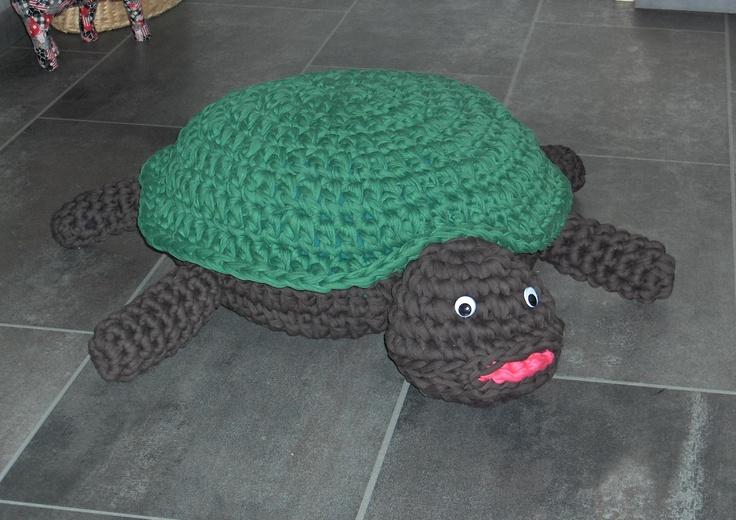 stoffel de schildpad als poef
