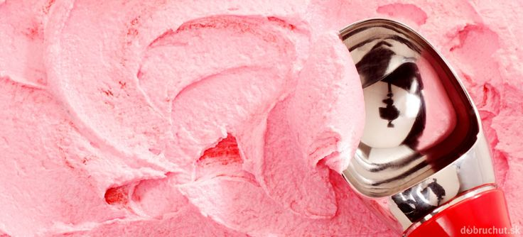 Jahodová zmrzlina s tvarohom
