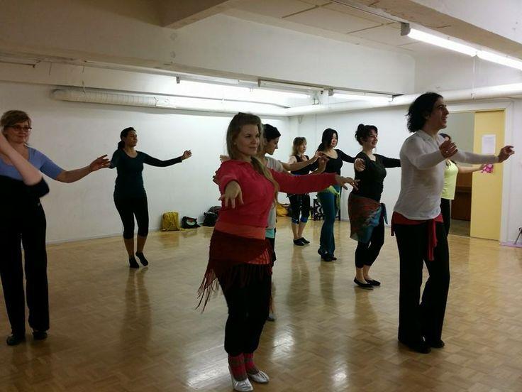 El Hosseny Dance - Mohamed El Hosseny with students in Helsinki.