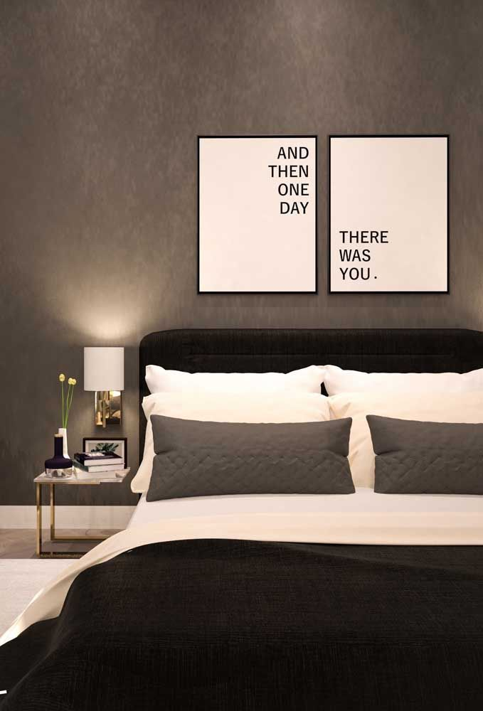 Um moderno quarto duplo minimalista, onde as cores preto e branco são …   – Quarto casal pequeno