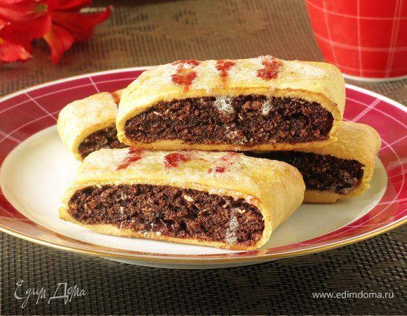 Неаполитанское печенье «Biscotti All'Amarena». Ингредиенты: вишневое варенье, бисквитная крошка, коньяк