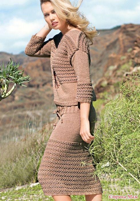 Джемпер с оригинальными плечевыми клиньями и юбка на шнуровке составляют практичный и интересный костюм.  Размеры 38/40 (42) 44/46  Вам потребуется
