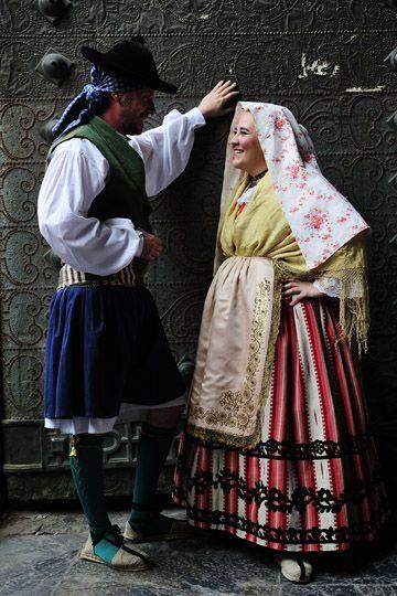 Pareja vestido  con el traje tradicional de Murcia España