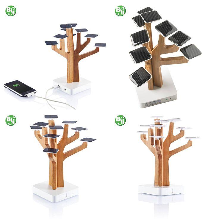 Powerbank solare in bambù a forma di albero. Batteria ricaricabile al litio da 1350mAh con output 5V/800mA, alimentato da 9 foglie in ABS con pannelli solari. Include cavo mini USB  #powerbanksolare #bsigadget #gadgetpersonalizzabili #powerbank #albero #energiasolare