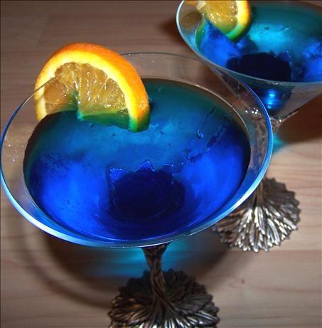 Blue Moon Cosmo Martini (1 oz fresh lime juice 1 1/2 oz orange-infused vodka 1 oz blue curacao 1 oz white cranberry juice sugar)