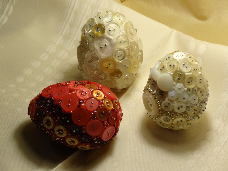 eggs with buttons