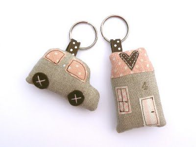 Countrykitty: Serving ... first of all!  Lovely key rings.  Would make nice gifts.
