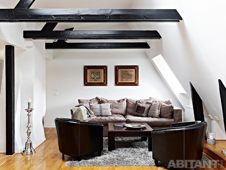 Небольшой салон с кожаной мебелью