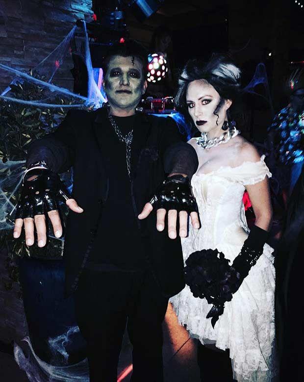 The 25 best creative couple costumes ideas on pinterest couple 31 creative couples costumes for halloween solutioingenieria Gallery