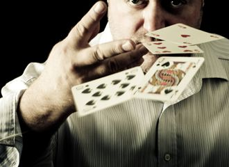 The second important tips is that don't talk about your hand when the game is still going on. This will give the information to the other opponents to take the advantage if they have another good card.