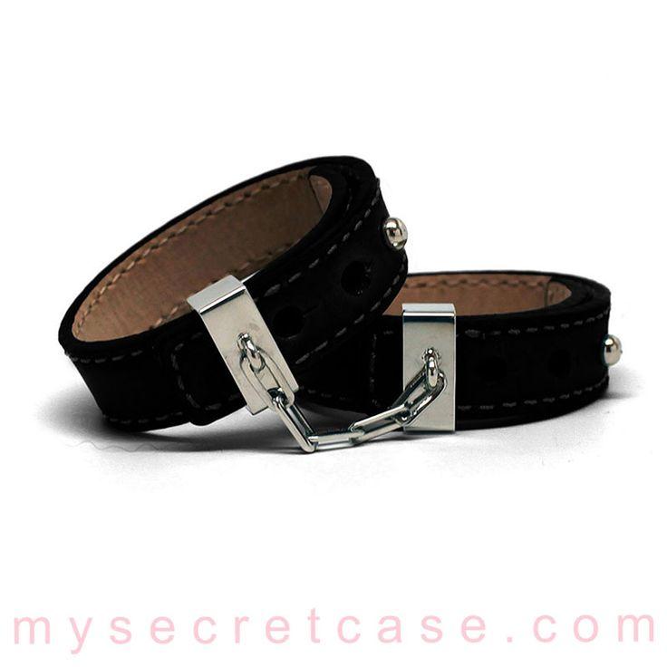 Leather Cuff sono polsini in pelle di Crave