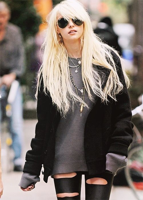 Taylor Momsen, who manages to look edgy as shit AND comfy x)