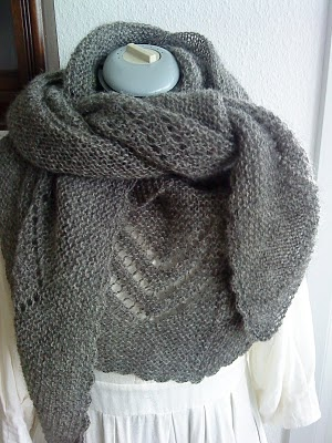 I have to knit this soooooon :-) Love it