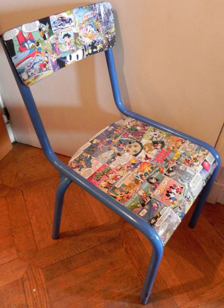chaise écolier relookée / rénovée avec collage BD Disney (Donald / Mickey / Picsou) bois & fer bleu en bon état cadeau enfant envoi gratuit de la boutique CuriositesdeSophie sur Etsy