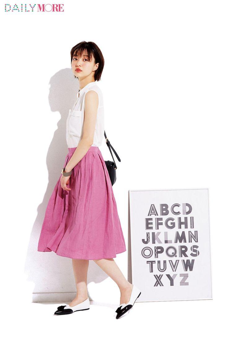 クリーンな白×スウィートピンクの好印象コーデで気分を上げてく♡ | DAILY MORE