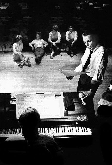 frank sinatra rehearsing in 1960.