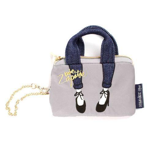 人気の足モチーフバッグにパスケースが登場!便利なリール付きです。裏面は透明になっているので、定期やSuicaがそのまま見せられます。