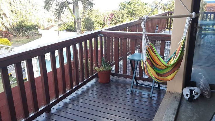 ScubaDiver Umkomaas, open plan 2nd floor studio apartment within walking distance of Dive Charters and Restaurants in Umkomaas. Sleeps 2. Stay 2 nights or more and get 20% discount on your Dive Package