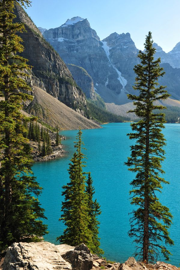 The view from the Rockpile trail above Moraine Lake in Banff National Park, Alberta, Canada