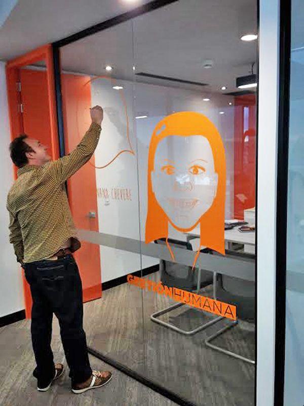 Decoración corporativa con vinilos visita nuestra página web www.serdigital.net