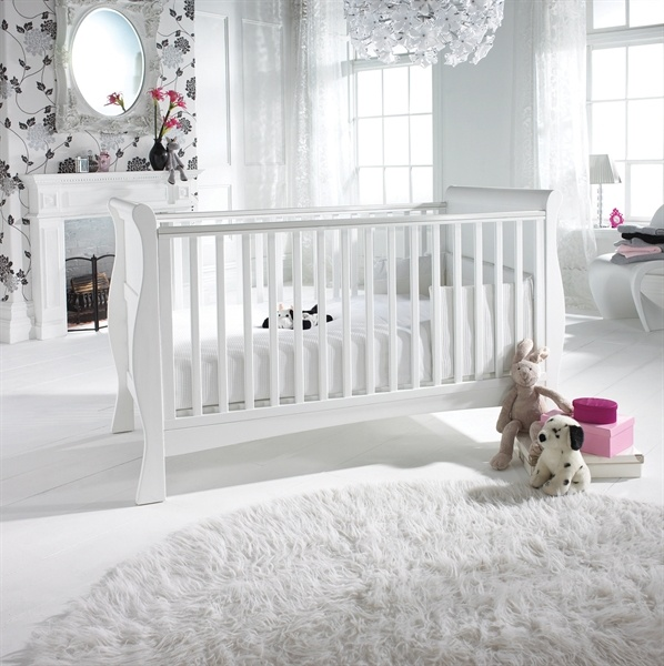 Baby Lurve. Izziwotnot Bailey Sleigh Cot Bed