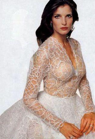 В 1995 году Аззедин сшил свадебное платье для бракосочетания Стефани Сеймур