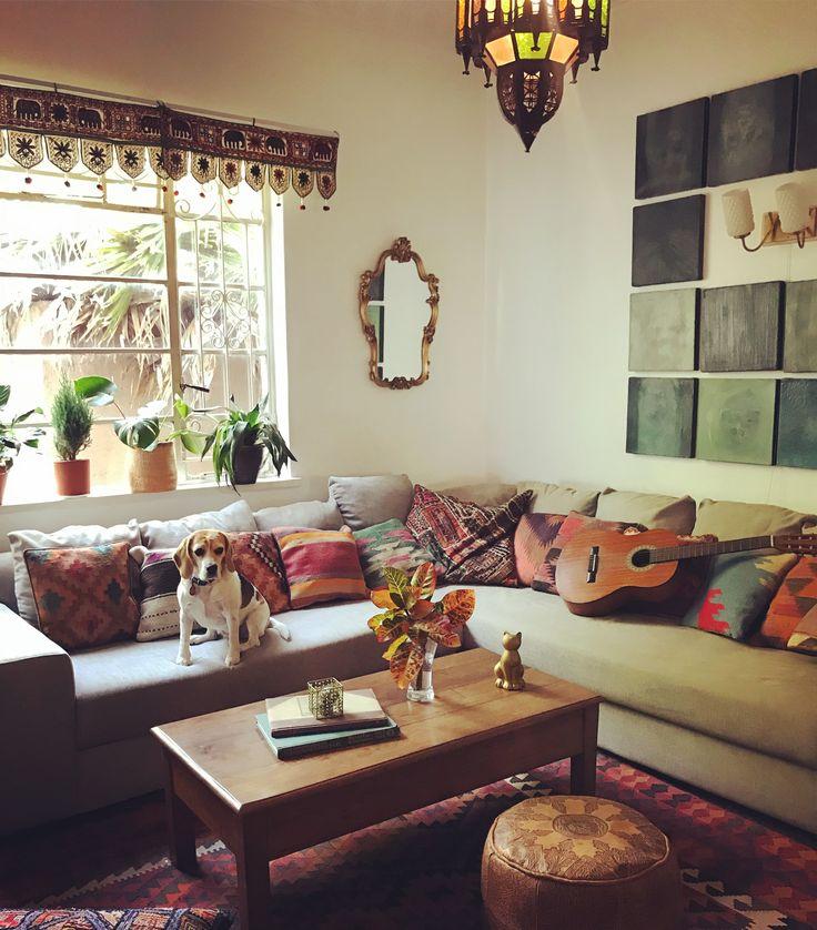 Kilim cushions are awesome #bohointeriors #gypseydecor #bohoglam #boho #bohemianstyle  #bohostyle #beautifullyboho #ihavethisthingwithcolour #ihavethisthingwithtextiles #gypseyset #makeityours #inmydomain #bohochic #electichome #eclecticdecor #maximalism #myhomevibe #planteriordesign #myhyggehome