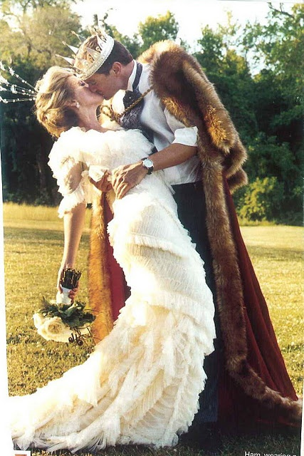 King and queen love Ah This would be so cute with Mariah being the princess Awe  Wedding