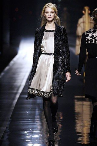 Etro Fall 2006 Ready-to-Wear Fashion Show - Carmen Kass
