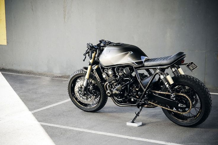 The Scout - Honda CB400 Cafe Racer via www.returnofthecaferacers.com