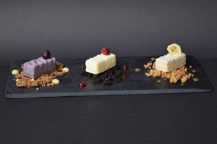Cheese cake petit, un bocado de la línea dulce de @limlessismore. En sus tres versiones Arándano limón, NY frambuesa y Banaffe.
