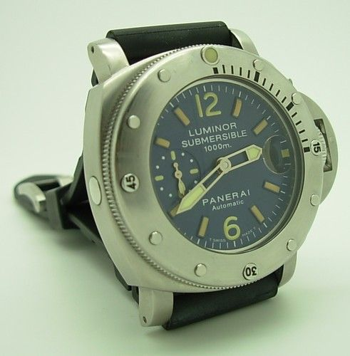 Stainless Steel Panerai Luminor Submersible Pam 087 1000 M Diver's Watch.  Oh, man, that's a sweet watch!