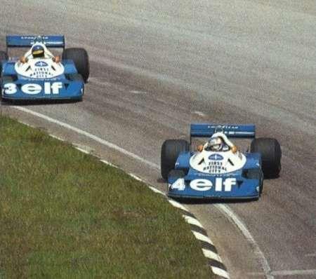 Os Tyrrell P34 de 1977, são de Depailler e Peterson, andando como Fangio e Ascari (segundo o anuário Automobile Year 1977-1978) essa foto é do GP Brasil no saudoso e espetacular antigo traçado de Interlagos