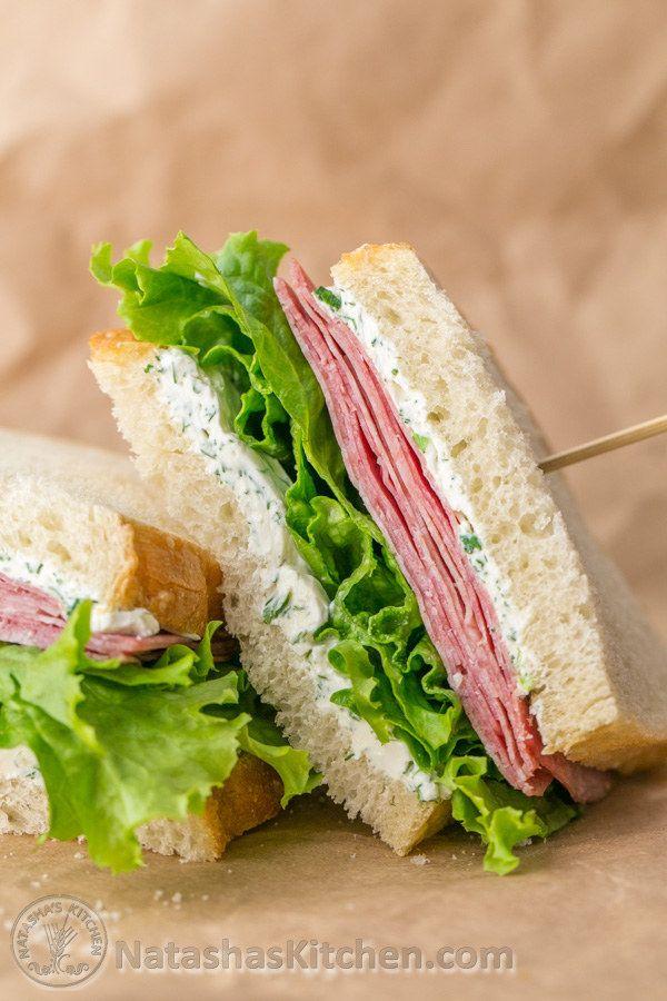 Sándwich de salami y queso crema | 31 sándwiches para el trabajo que no lo son