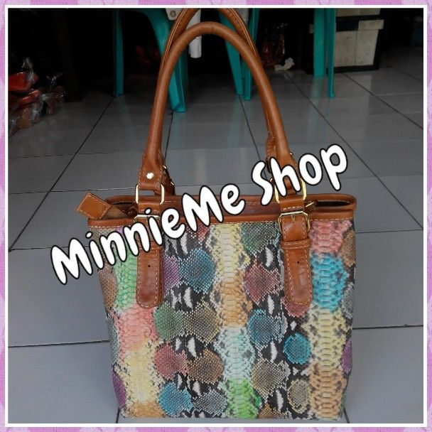 Material: Genuine snake Leather | IDR 1.200.000 | USD 120 | Whatsapp 085737176468 | Line Id: ayu.trisna | FB: MinnieMe Shop | Instagram: @minnieme_shop