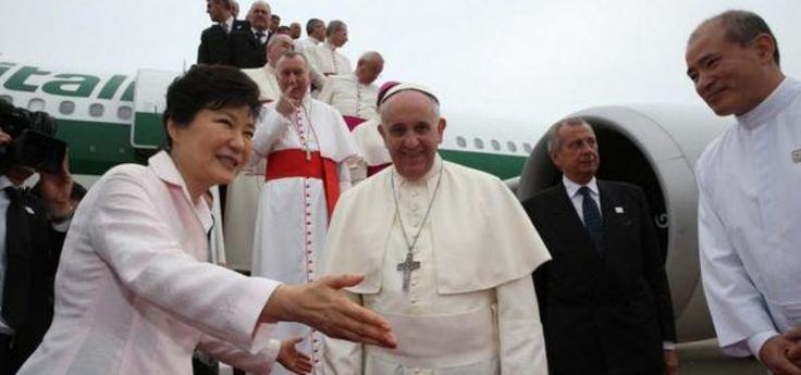 Finalmente el papa Francisco arribó a la Península de Corea, como lo tenía previsto, en el inicio de una gira que lo llevará a varios países del continente asiático.