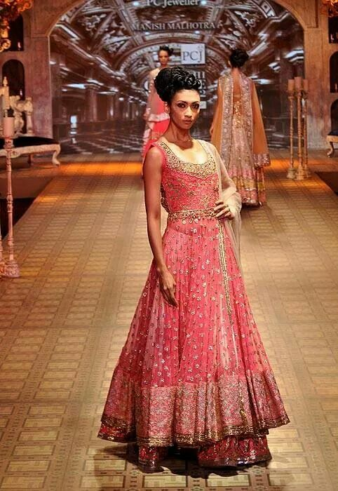 Indian Bride Lehenga For Reception Engagement Or Sangeet From Head To Toe In 2018 Manish Malhotra Bridal